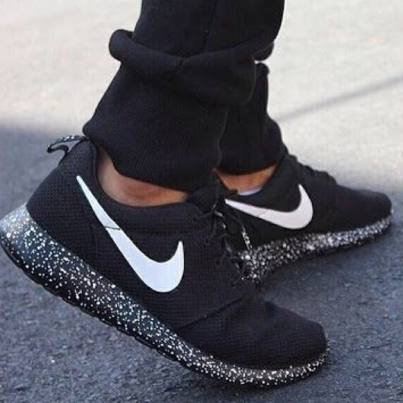 aeefa5b18d57 CUSTOM Black Speckled Nike Roshe Running Shoes. M 5b1ae7dfa31c334634f16a43